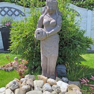 Amphorenträgerin Buddha Wasserspiel