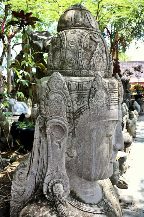 Buddha Büste 190 cm Seitenansicht