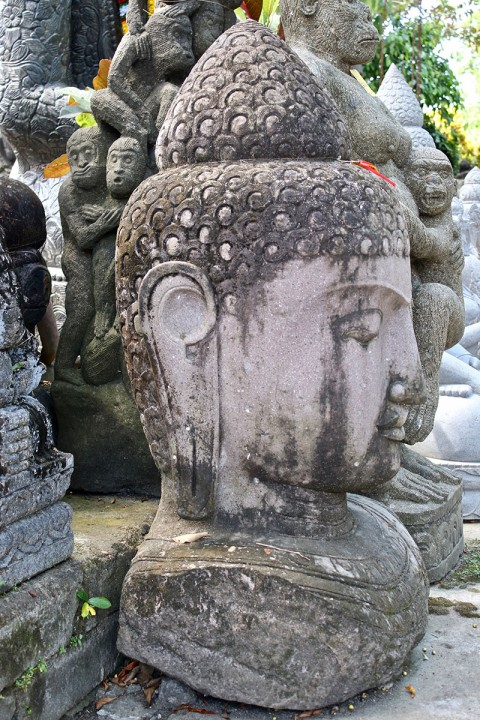 Buddha Büste 140 cm Seitenansicht
